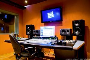 Открыть студию звукозаписи – выпустить в мир новые таланты