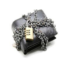 Куда прятать деньги дома