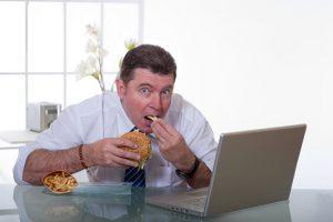 не стоит есть на рабочем месте еду с резкими запахами